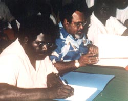 Joseph Kabui (left) and Sir Michael Somari sign the 'Endeavour' Accord in 1990