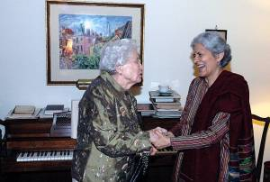 Usha Gandhi greeting her friend Eunice Mathews, daughter of E. Stanley Jones